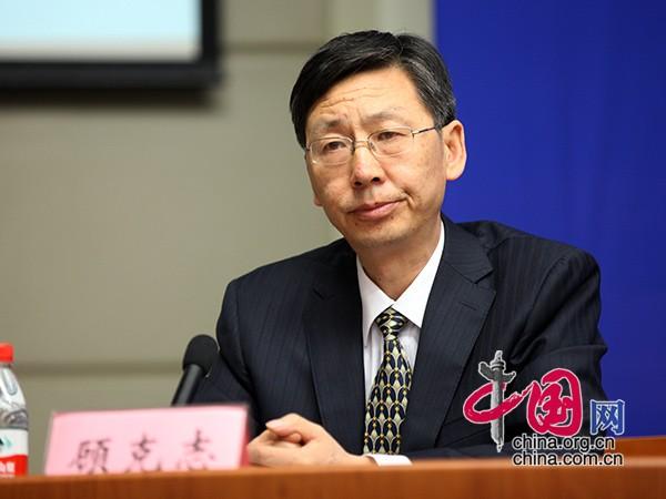 甘肃省委外宣办副主任顾克志主持发布会