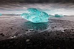 摄影师拍冰川湖景色绝美如仙境