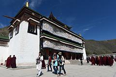 旅游业助推甘南藏区经济发展