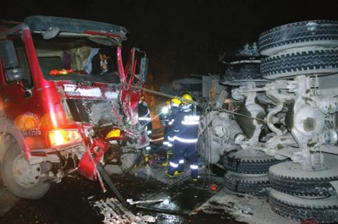 兰州永登段两车相撞沥青罐车泄漏