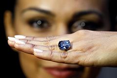 """钻石""""蓝月亮""""或将拍下3.5亿元天价成最贵宝石"""