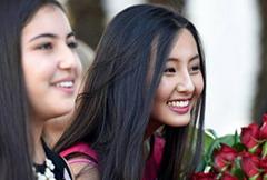 17岁华裔女孩入选美国玫瑰公主