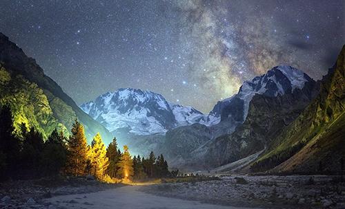 男子拍摄夜空美图 璀璨星空让人沉醉