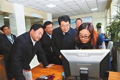 杨元忠、马学礼强调:以学习贯彻党的十八届五中全会精神为动力 更好发挥保障和推动全州经济社会发展的重要职能