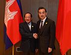 王毅会见柬埔寨副首相兼外交国际合作部大臣贺南洪