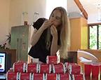 吃惊!新西兰女模特一次吃吞22个巨无霸汉堡
