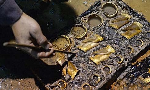 南昌西汉海昏侯墓发现大量马蹄金和金饼