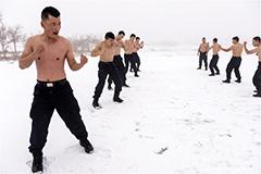 特战尖兵雪地赤膊冬训