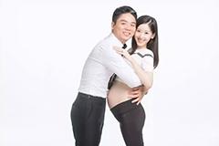 曝奶茶妹怀孕写真 与刘强东相拥秀恩爱