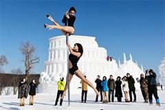 2女子长春雪地里跳舞呼吁杜绝皮草