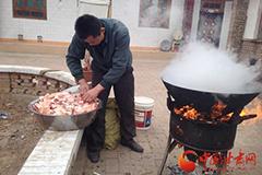 杀猪腌肉全家总动员 年味儿浓浓(图)