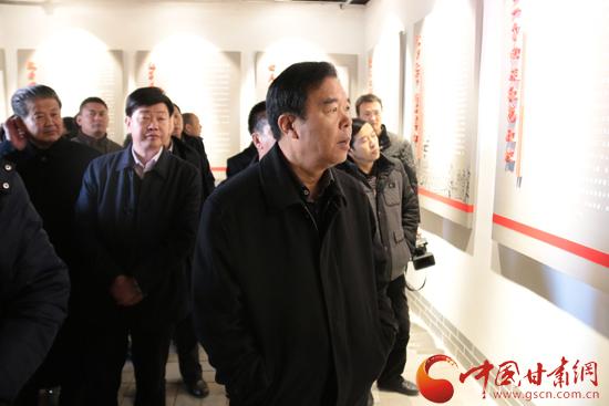 黄选平在徽县调研强调:要认真贯彻党的民族政策 牢牢把握民族工作主题(组图)