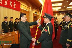 习近平主席向五大战区授予军旗并发布训令