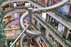 上海商场巨型滑梯