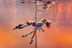 水下钢管舞灵动梦幻 展现优雅与力量