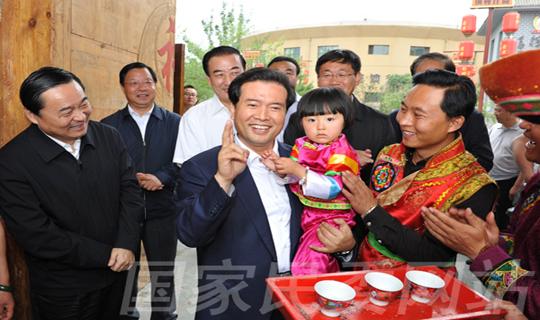 全国政协副主席王正伟来庆阳市视察调研