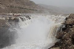 黄河壶口瀑布冰雪融化 水量剧增气势宏伟