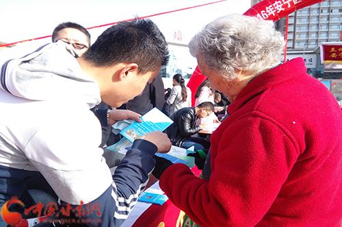 维权益 普法律:甘肃政法学子上街宣传国际消费者权益日
