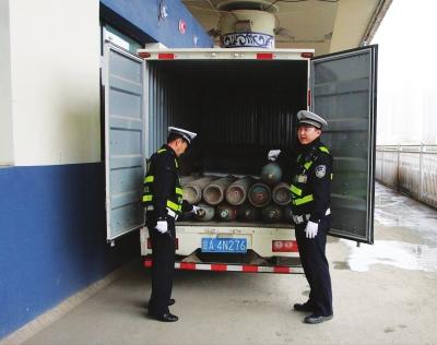 甘A货车非法运输36个炸弹