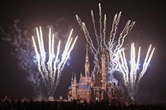 上海迪士尼乐园进行首次烟花试放