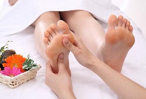 按摩脚的好处 中医按摩穴位快速入睡