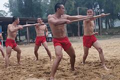 台湾特种部队只穿红内裤训练