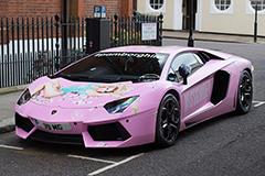 英国富豪改装粉色超级跑车亮相伦敦