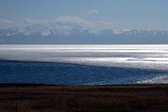 新疆面积最大高山冷水湖解冻
