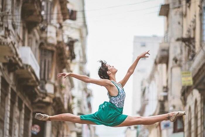 生活与艺术融合:古巴街头的芭蕾舞者(高清组图)