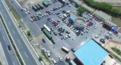 无人机对环兰高速开展路面执法