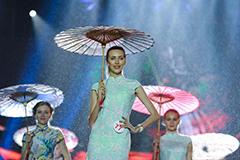 全球城市旅游小姐决赛雨中进行