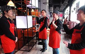 兰州:无声餐厅里爱心让他们有尊严地生活