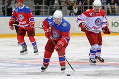 俄总统普京参加冰球比赛获胜