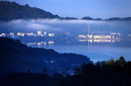 黄山现平流雾美景宛如仙境