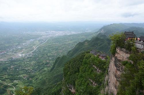 成县鸡峰山:入目绿野,如追仙踪