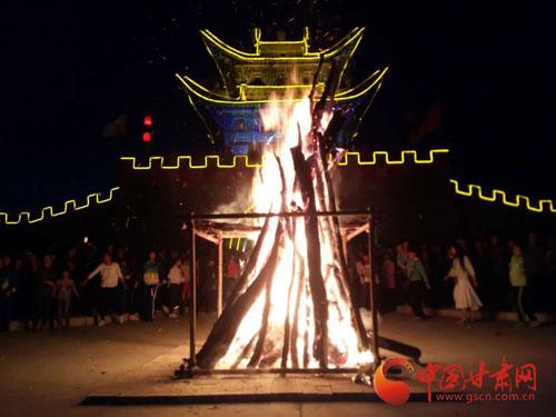 """万人篝火晚会舞动平凉泾川""""当阳古城"""""""