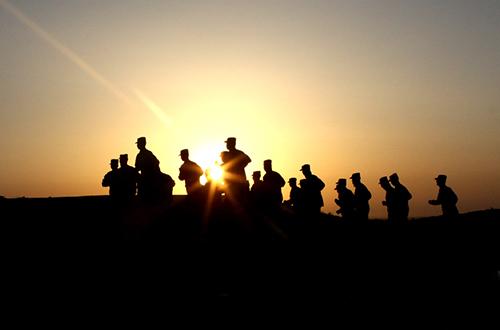 大漠驻训剪影:24小时领略战士野性之美