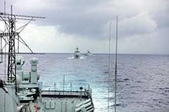 中国海军太平洋上实弹射击