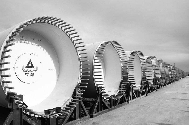 积极引进新能源装备制造项目