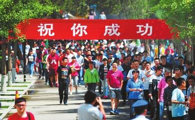 甘肃省高考首日平稳顺利结束 文理综合、英语今日开考