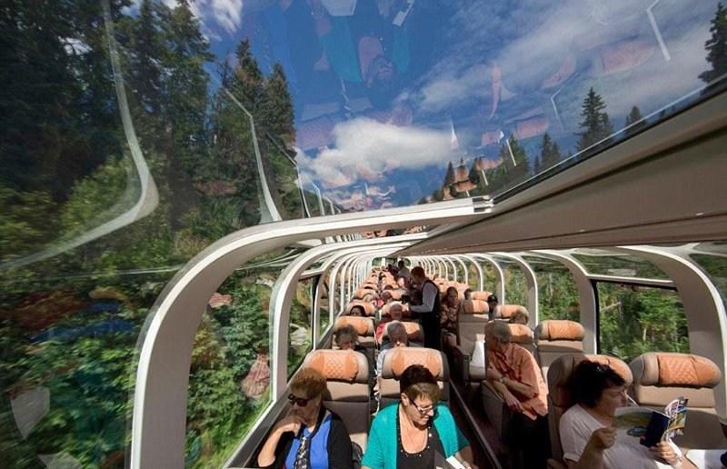 日本首辆玻璃火车亮相 窗外风景美呆(图)