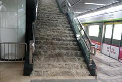 武汉发暴雨红色预警 多站地铁进水被淹