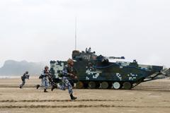 海军陆战队在南海进行登陆进攻演练