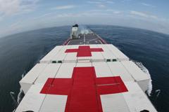 """""""邓世昌""""号国防动员舰在东海某海域开展医疗救护演练"""