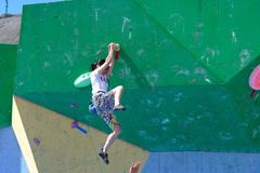 全国大学生攀岩锦标赛烈日中进行