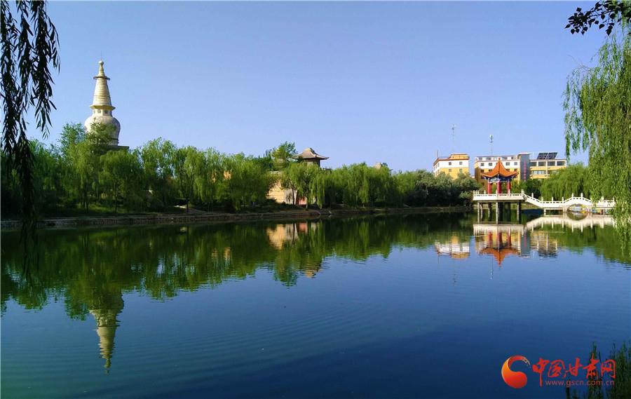 南湖公园又名南湖生态植物园,位于甘肃省张掖市山丹县城南,园内有发