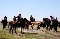 甘肃阿克塞举行赛马会 展少数民族风情