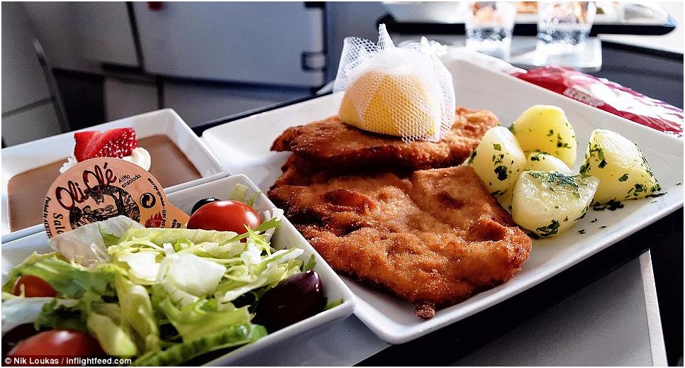 澳飞行员尝遍各航空公司配餐为美食评级
