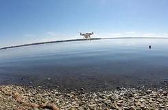 城会玩!加拿大男子成功用无人机钓到鱼