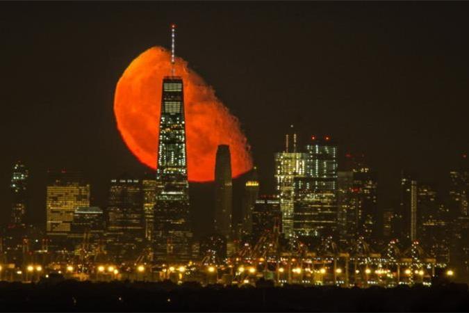 红月惊艳纽约夜空 绝美照片引爆网络(组图)